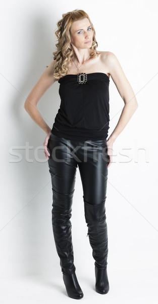 ストックフォト: 立って · 女性 · 着用 · 黒 · 服 · ブーツ