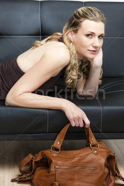 портрет женщину сумочка диван человек стиль Сток-фото © phbcz