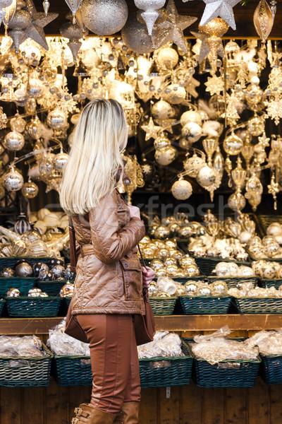 Femme Noël marché Vienne Autriche présents Photo stock © phbcz