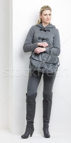 Femme gris vêtements sac à main mode Photo stock © phbcz