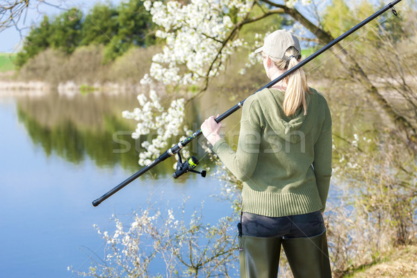Femme pêche étang printemps femmes détendre Photo stock © phbcz