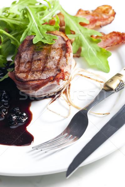Befsztyk grillowany boczek sos wino czerwone tablicy Zdjęcia stock © phbcz
