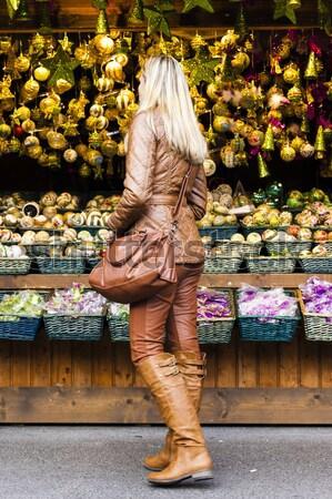 Mulher natal mercado Viena Áustria apresentar Foto stock © phbcz
