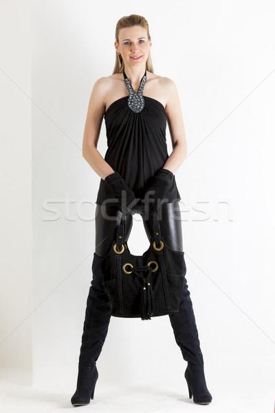 Foto stock: Em · pé · mulher · preto · roupa · bolsa