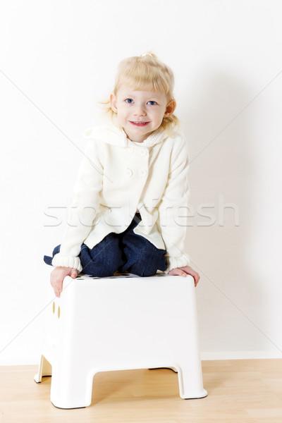Térdel kislány visel fehér pulóver lány Stock fotó © phbcz