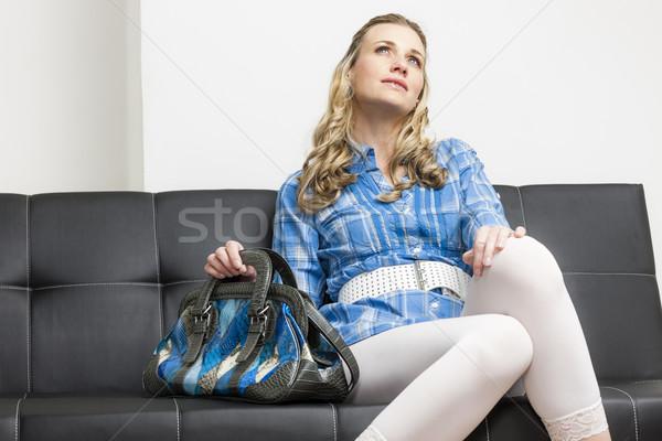 Vrouw handtas vergadering sofa zwarte witte Stockfoto © phbcz