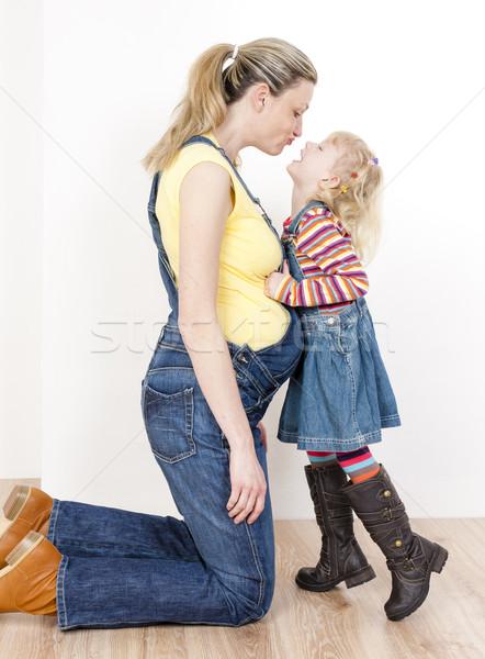 Little girl grávida mãe mulheres criança jeans Foto stock © phbcz