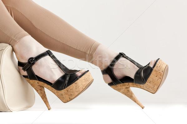 Detail vergadering vrouw zomerschoenen vrouwen Stockfoto © phbcz