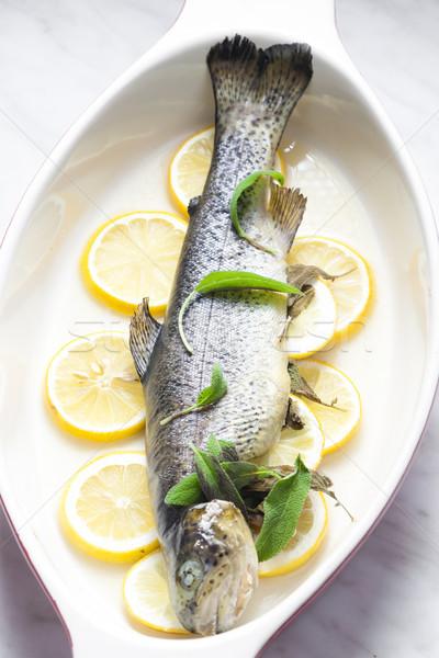 Forel gebakken citroen plaat maaltijd schotel Stockfoto © phbcz