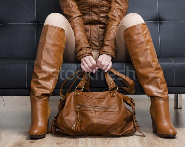 Szczegół posiedzenia kobieta brązowy ubrania Zdjęcia stock © phbcz