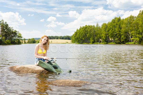 Jeune femme pêche étang été femme bikini Photo stock © phbcz