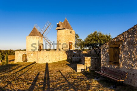Francja podróży architektury Europie wiatrak odkryty Zdjęcia stock © phbcz