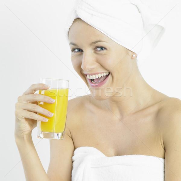 Kobieta turban szkła soku piękna okulary Zdjęcia stock © phbcz