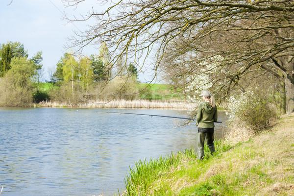 Vrouw vissen vijver voorjaar vrouwen ontspannen Stockfoto © phbcz