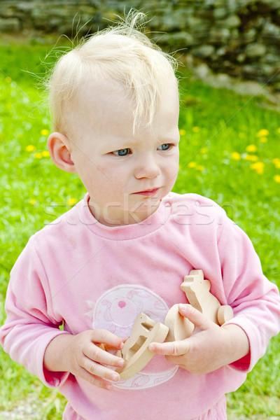 Portret meisje spelen houten speelgoed meisje Stockfoto © phbcz