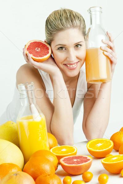 Portré fiatal nő citrus gyümölcs narancslé étel nők Stock fotó © phbcz