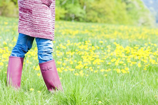Dettaglio donna indossare stivali di gomma primavera prato Foto d'archivio © phbcz