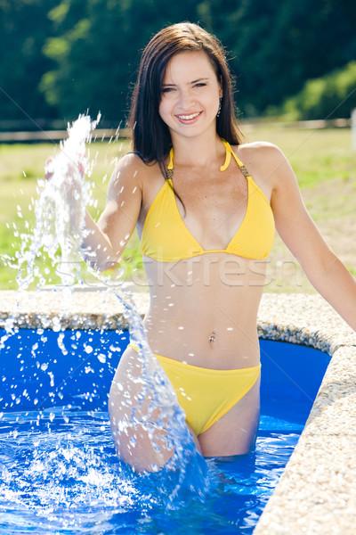 Vrouw zwembad bikini zwembad jonge alleen Stockfoto © phbcz