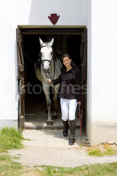 Paard stabiel vrouw dieren jonge Stockfoto © phbcz