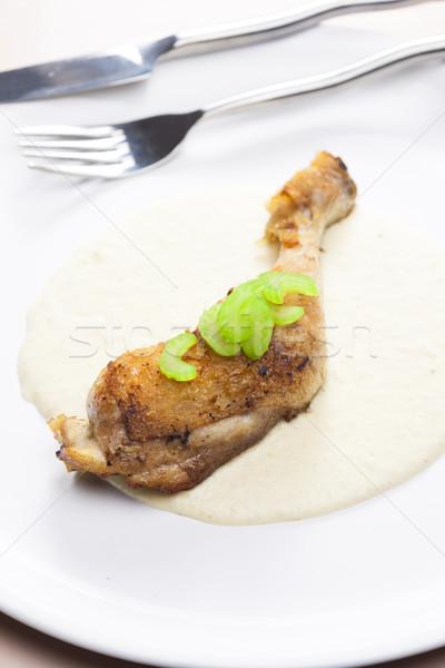 Poulet jambe céleri sauce plaque couteau Photo stock © phbcz