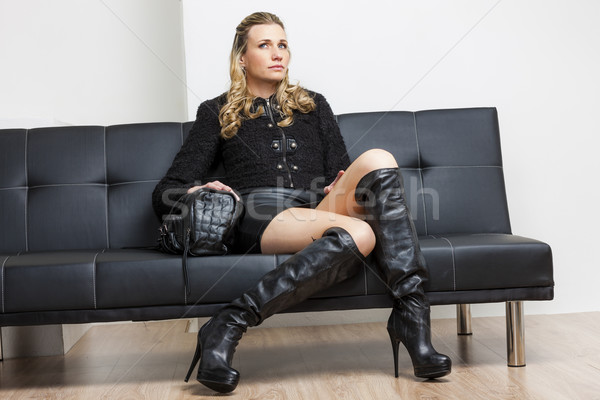 Donna indossare nero vestiti stivali seduta Foto d'archivio © phbcz