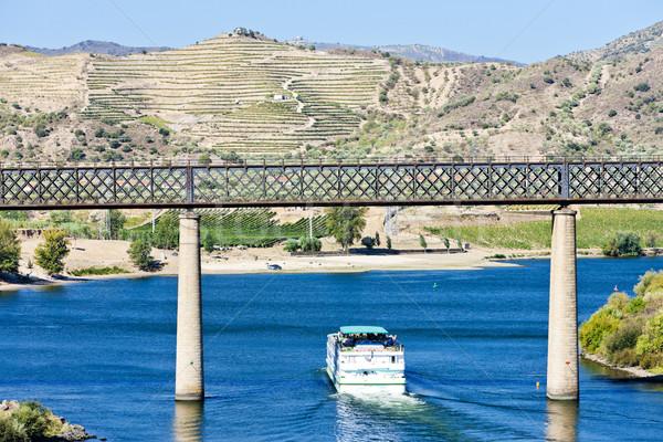 Chemin de fer bateau de croisière vallée Portugal pont rivière Photo stock © phbcz