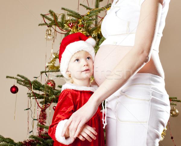 Retrato little girl grávida mãe natal árvore de natal Foto stock © phbcz