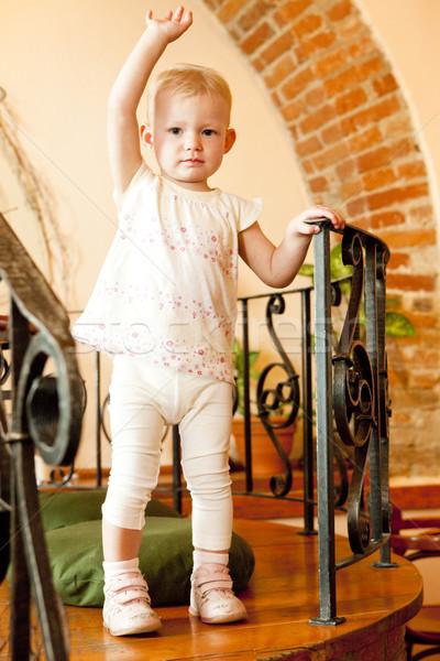 Permanente meisje kinderen kind meisjes kid Stockfoto © phbcz