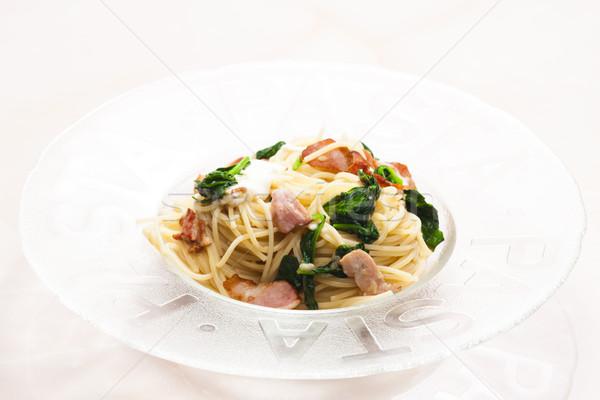 спагетти шпинат бекон моцарелла пластина еды Сток-фото © phbcz