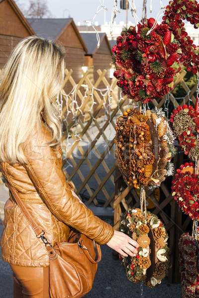 Kobieta christmas rynku Wiedeń Austria obecnej Zdjęcia stock © phbcz