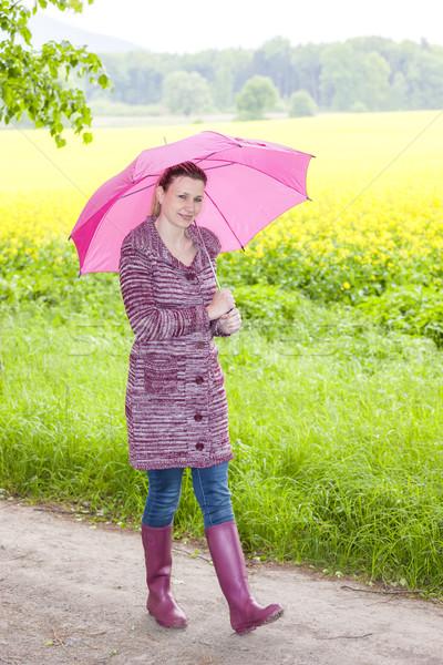Donna indossare stivali di gomma ombrello primavera natura Foto d'archivio © phbcz
