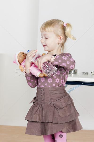 Bambina giocare bambola acqua ragazza bambino Foto d'archivio © phbcz