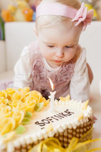 Ritratto ragazza torta di compleanno alimentare bambino Foto d'archivio © phbcz