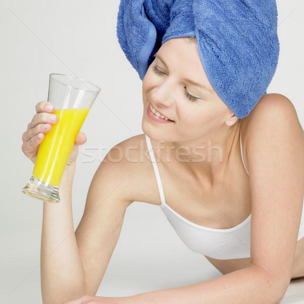 Mulher turbante vidro suco mulheres saúde Foto stock © phbcz