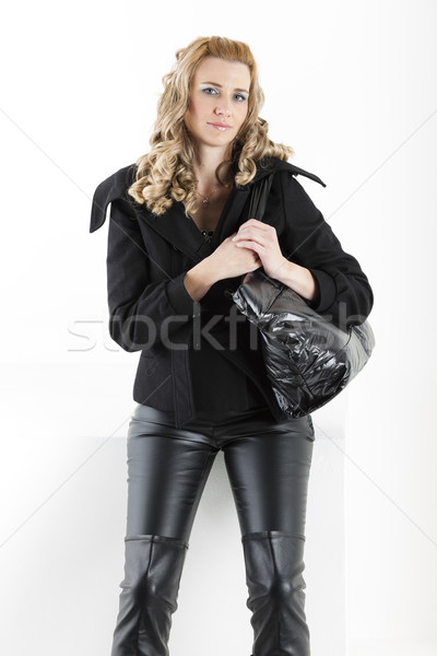 Portret permanente vrouw zwarte kleding handtas Stockfoto © phbcz