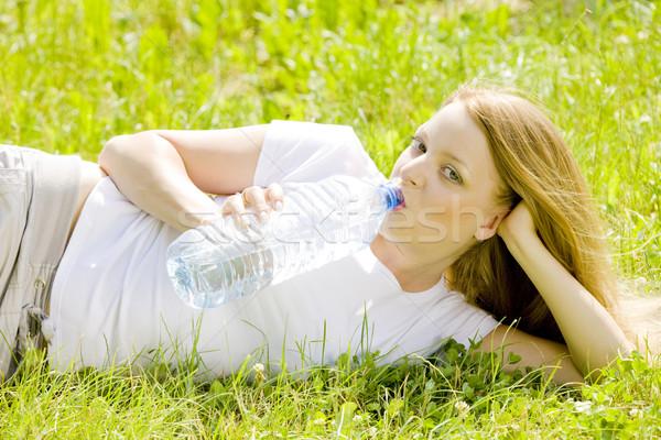 ストックフォト: 女性 · ボトル · 水 · 草 · 夏 · 小さな
