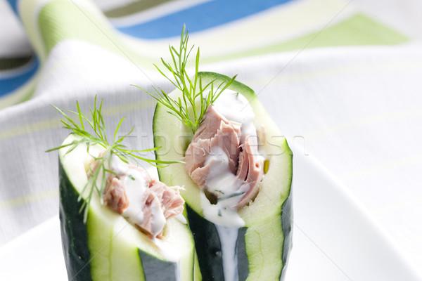 Salada de atum pepino prato vegetal refeição saudável Foto stock © phbcz