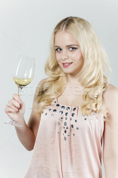 Portret jonge vrouw glas witte wijn vrouw persoon Stockfoto © phbcz