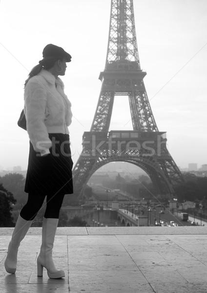 Kadın Eyfel Kulesi Paris Fransa Bina kadın Stok fotoğraf © phbcz