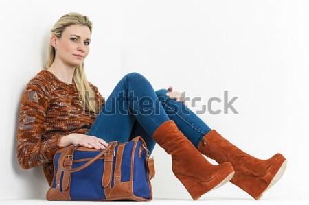 Séance femme mode plate-forme brun Photo stock © phbcz