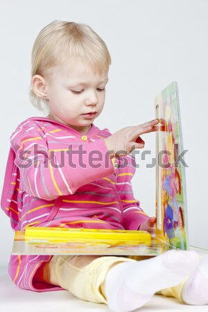 Foto stock: Little · girl · livro · menina · criança · leitura · pessoa