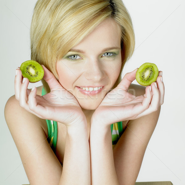 Vrouw kiwi vruchten jonge alleen jeugd Stockfoto © phbcz