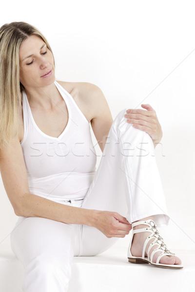 Portret posiedzenia kobieta biały ubrania Zdjęcia stock © phbcz