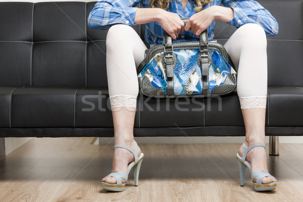 Stockfoto: Detail · vrouw · zomerschoenen · handtas · vergadering