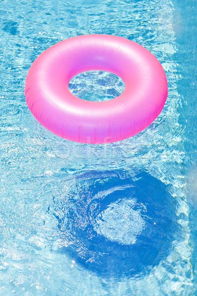 Rosa Gummi Ring Schwimmbad Wasser blau Stock foto © phbcz