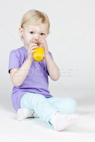 Meisje drinken sinaasappelsap kind drinken sap Stockfoto © phbcz