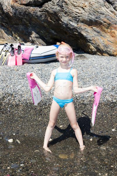 Dziewczynka plaży morza gotowy snorkeling dziewczyna Zdjęcia stock © phbcz