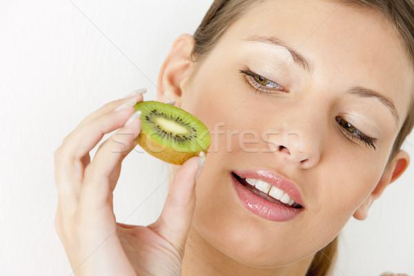 Retrato mulher jovem kiwi mulher fruto frutas Foto stock © phbcz