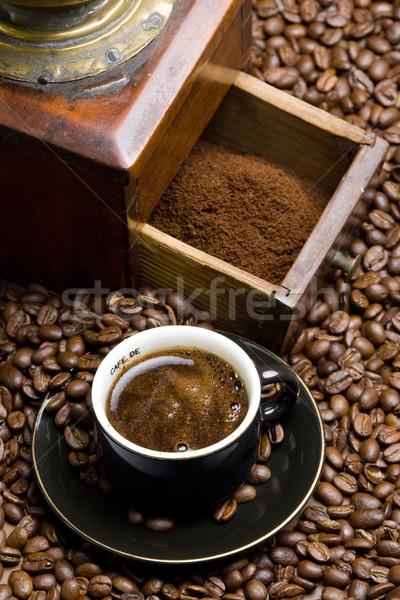 Pormenor café moinho grãos de café copo beber Foto stock © phbcz