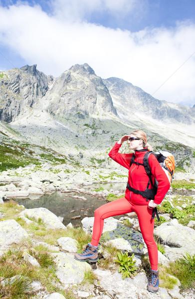 Vrouw backpacker vijf hoog sport meer Stockfoto © phbcz